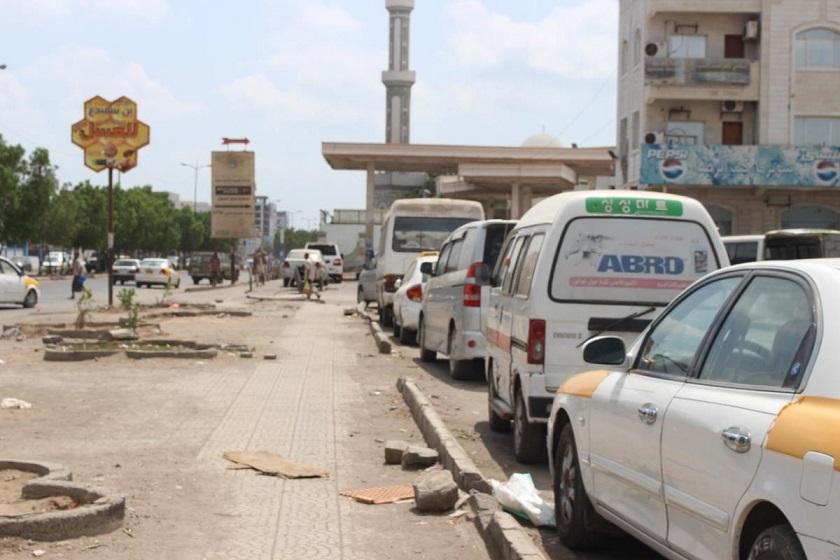 أزمة مستمرة في الوقود بمحافظة عدن سببها احتكار العيسي