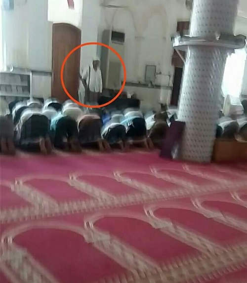 An imam of a mosque in Aden uses an armed man to protect him