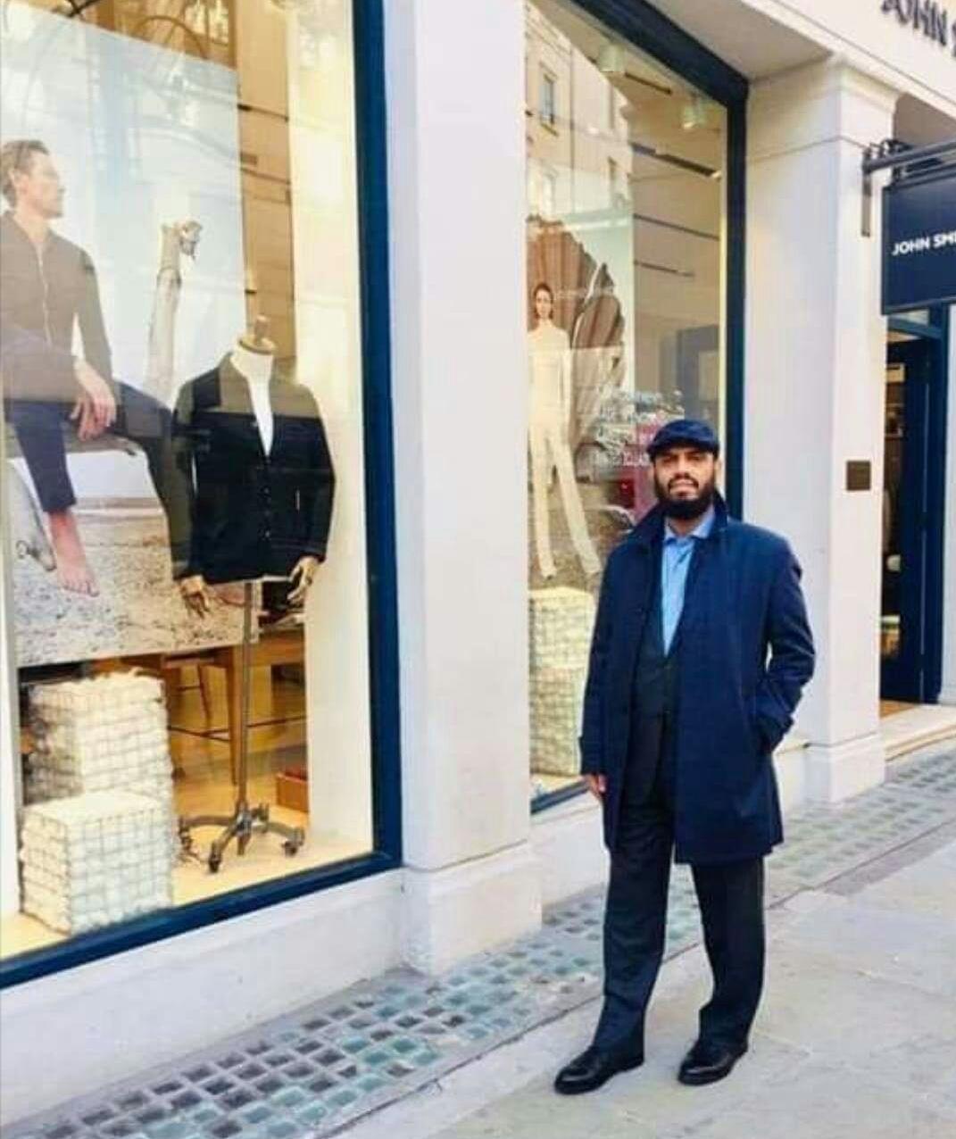 هاني بن بريك في أحد شوارع لندن