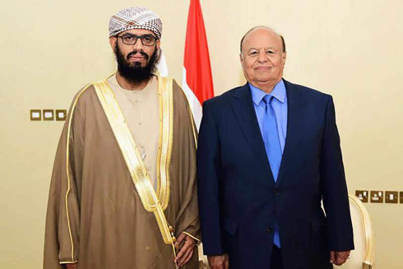 هاني بن بريك مع الرئيس اليمني عبدربه منصور هادي عندما عينه وزيراً في حكومته