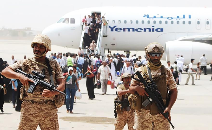 مطار عدن تحول إلى ما يشبه ثكنة عسكرية