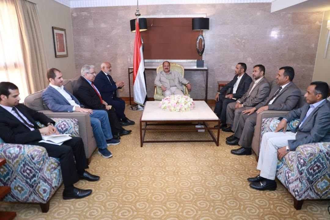 Yemeni Vice-president at meeting with government team in Riyadh