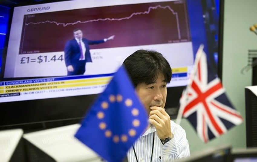 Asia stocks rise, Pound sinks on Brexit fears