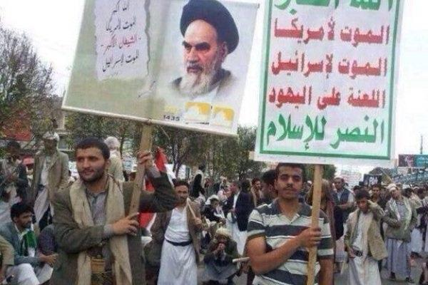 Houthis in Sana'a raise the image of Khomeini