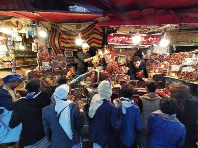 Sources rule out closure of Sana'a markets that are more active in Ramadan