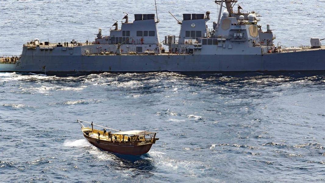 تقول الحكومة المعترف بها دولياً إن إعلان البحرية الأمريكية ضبط شحنات أسلحة كانت متجهة إلى اليمن عبر خليج عدن يؤكد استمرار إيران بتزويد الحوثيين بالأسلحة