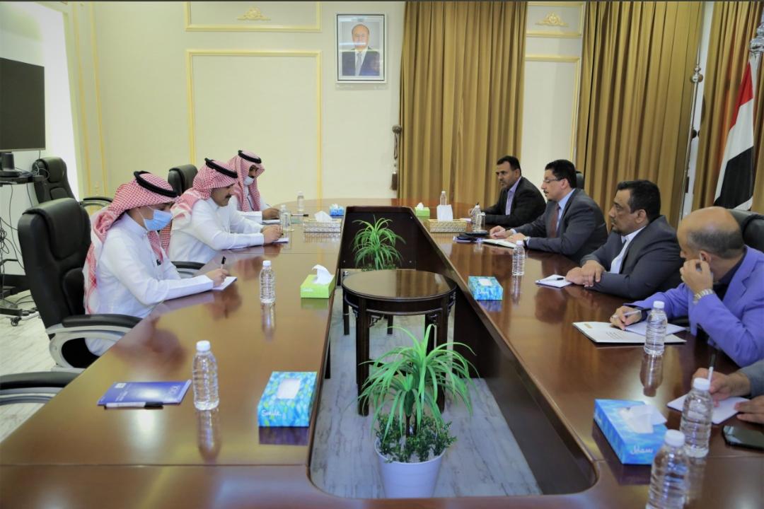 لقاء وزير الخارجية أحمد عوض بن مبارك مع السفير السعودي لدى اليمن