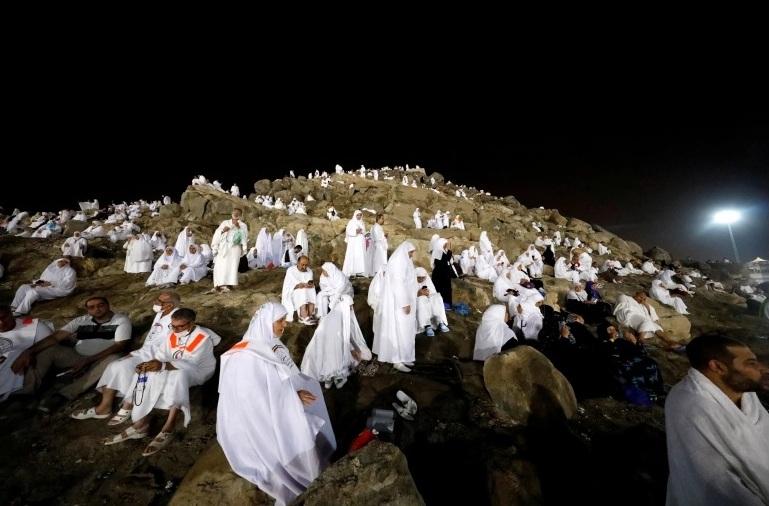 الحجاج في مواسم سابقة في جبل عرفات