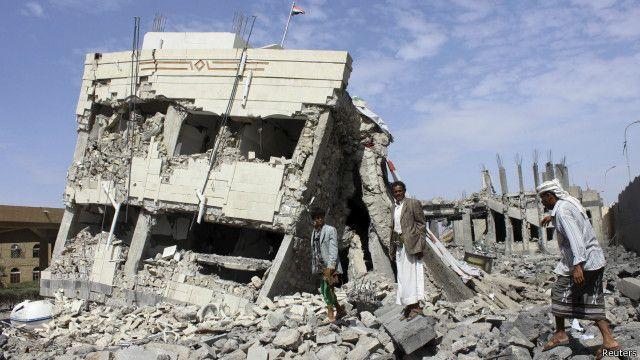 منزل مدمر جراء غارة سابقة للتحالف في اليمن - أرشيف