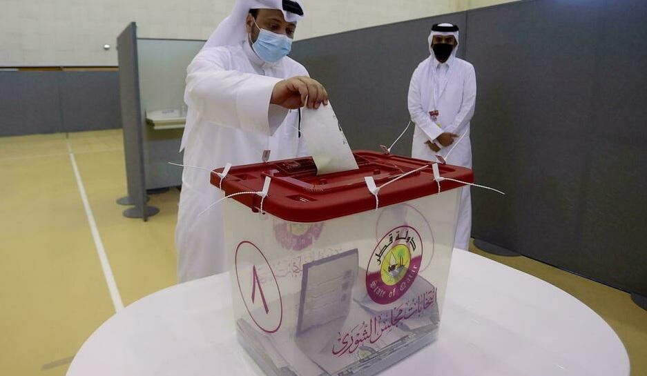 القطريون يدلون باصواتهم في أول انتخابات تشريعية