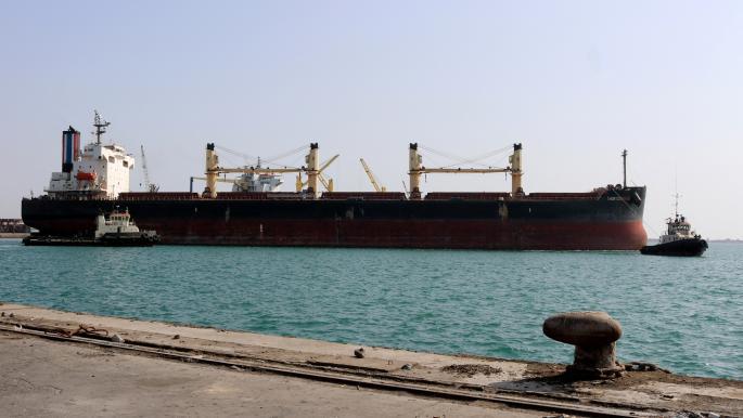 سفينة راسية على رصيف ميناء الحديدة - أرشيف