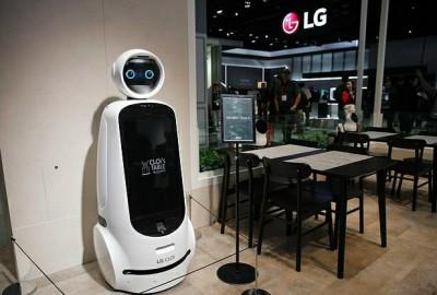 إل جي  تطور ذراعا آلية لأجهزة إعداد القهوة ثم تضع الأكواب في غسالة الأطباق   ديبريفر